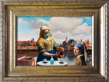 grappig corona kunst kerstkado met Vermeer Meisje met de Parel en Melkmeisje met mondkapje en toiletpapier met als uitzicht het Gezicht op Delft